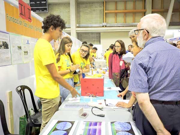 Alumnos del San Juan y San Pablo participan por primera vez en la feria 'Ciencia en Acción'
