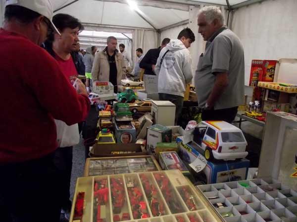 La quarta edició del mercat del joguet antic d'Ibi rep 2.500 visitants