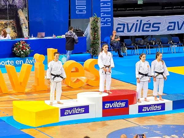 Las judocas castallenses Noelia Ana y Adriana Rodríguez, campeonas en el trofeo internacional Villa de Avilés