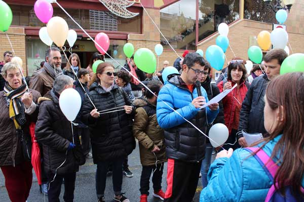 Manifiesto y suelta de globos por el Día de las Personas con Discapacidad