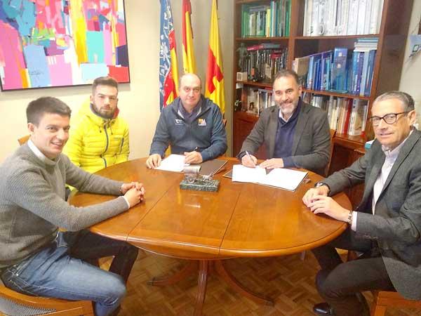 Convenio para la formación y difusión de los deportes de montaña en Ibi