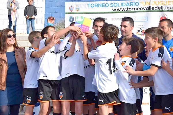 València CF i Vila-real CF vencen en el Torneig de Futbol 8 'Una joguet, una il·lusió'