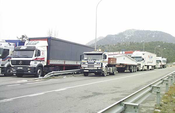 El transporte cae un 50% y se centra en los sectores de la alimentación y sanitario