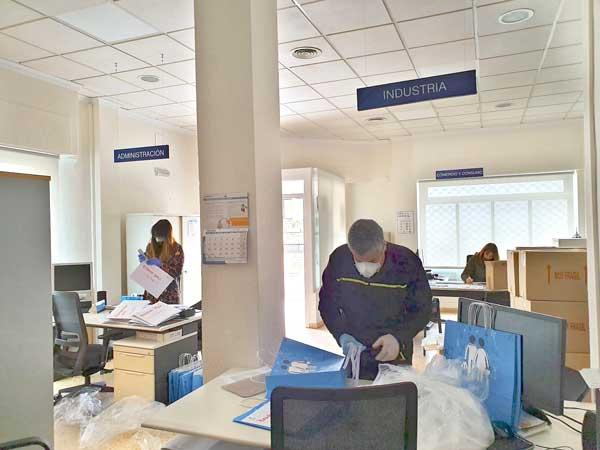 El Ayuntamiento de Ibi compra 10.000 pantallas a IBIAE para comercios, empresas y hospitales