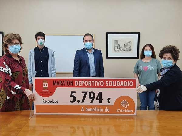 L'Ajuntament d'Ibi lliura a Càritas els 5.794 euros recaptats de la Marató Esportiu Solidari