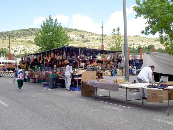 Buena acogida de los comerciantes al cambio de ubicación del mercadillo de Ibi