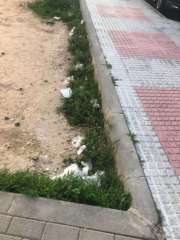 Som Ibi solicita medidas para eliminar guantes y mascarillas en la vía pública