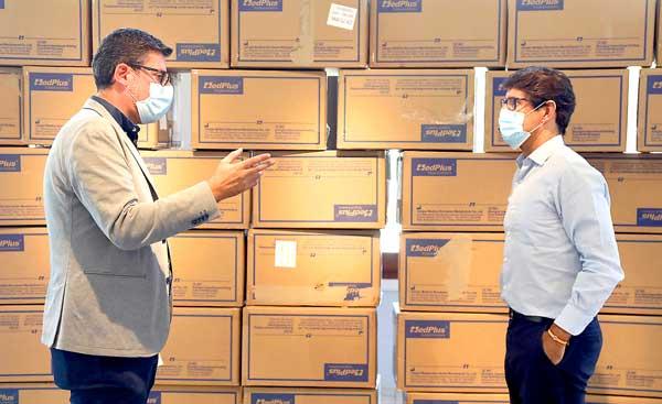 Ibi recibirá 4.700 mascarillas y 4.900 guantes de la Diputación