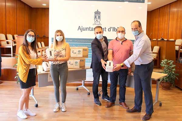 Donación de 500 dispensadores de gel para los centros escolares de Ibi
