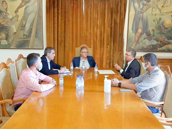 El conseller Climent acudix a Castalla per a agilitzar la segona subestació elèctrica