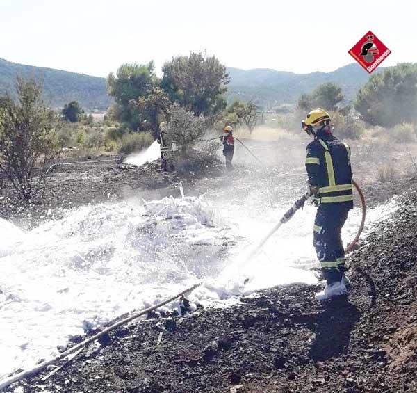 Incendio en el Camí de Catí de Castalla