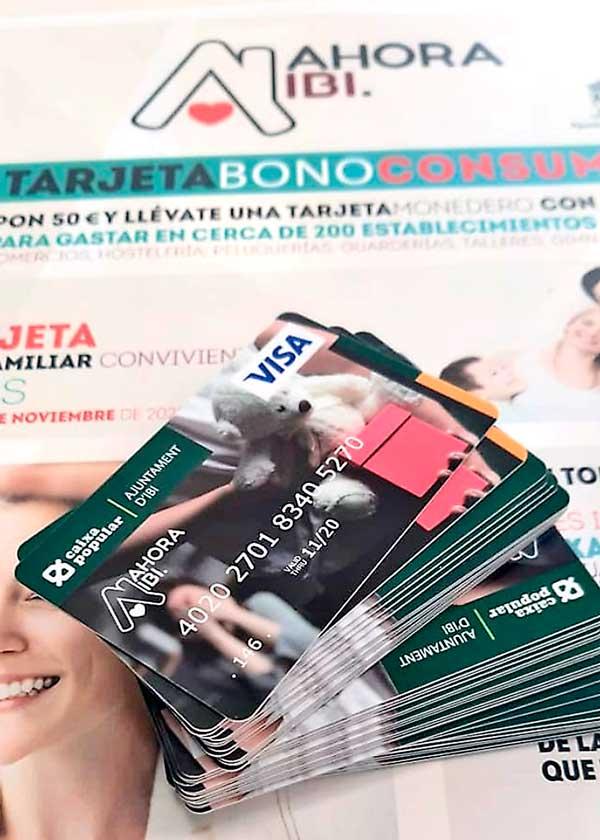 Cerca de 4.000 familias de Ibi han recogido la tarjeta con los 50 euros de regalo