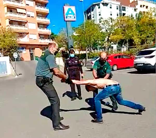 Guàrdia Civil i Policia redueixen a un jove pertorbat que invocava a crits a Llucifer