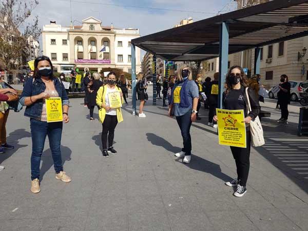 Perruqueries i centres d'estètica de la comarca s'unixen a la vaga per demanar una reducció de l'IVA