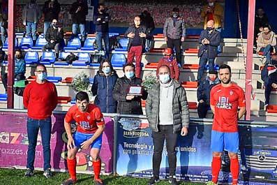 Homenaje a la memoria de Emilio Pérez López en el estadio Vilaplana Mariel
