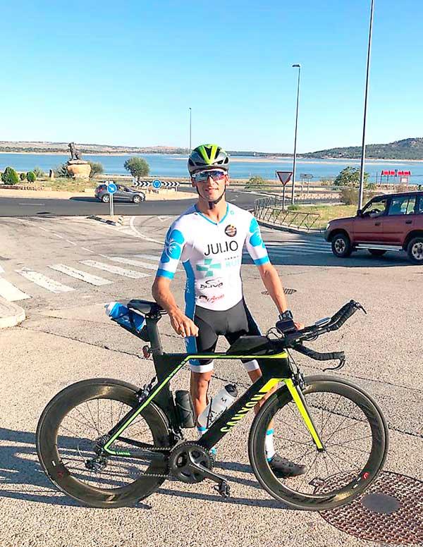 El atleta colivenc Julio Pastor se proclama campeón de España de triatlón a larga distancia